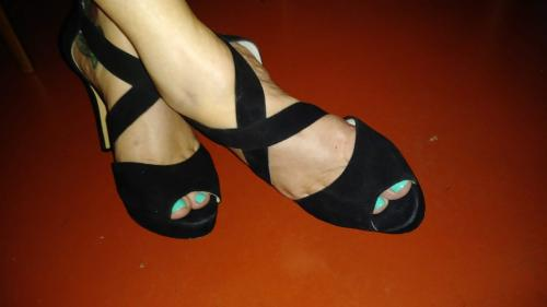 Light-blue-toes-in-blk-criss-cross-heels-25pc_AmazonianTFP5