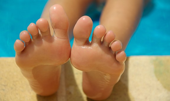 feet-830503__340